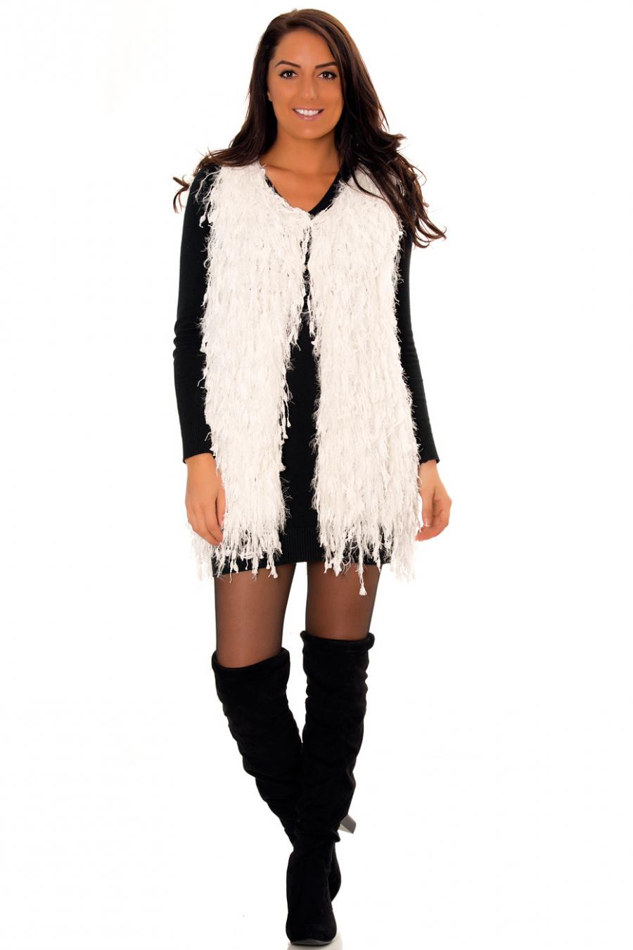 Very fashionable fringed sleeveless white cardigan. Trendy cardigan. A02.