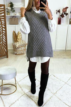 Grijze mouwloze sweater met V-hals en splitjes aan de zijkanten