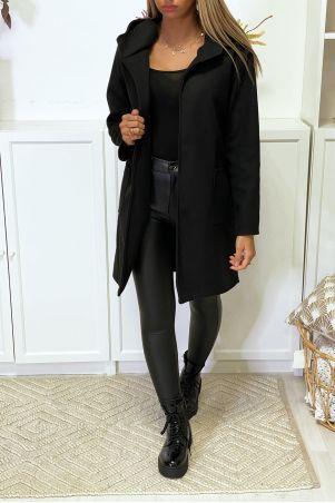 Zwart jasje met capuchonriem en zakken