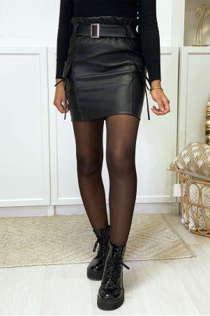 Zwarte imitatieleren rok met ceintuur en steekzakken