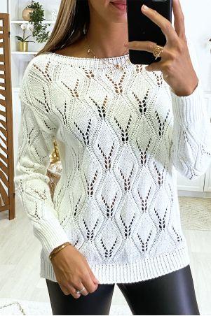 Pull blanc tombant joliment tressé en forme de losange