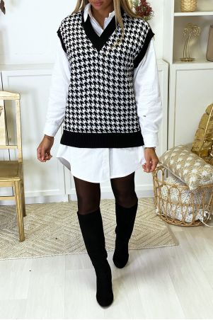 Sleeveless V-neck sweater with gingham pattern