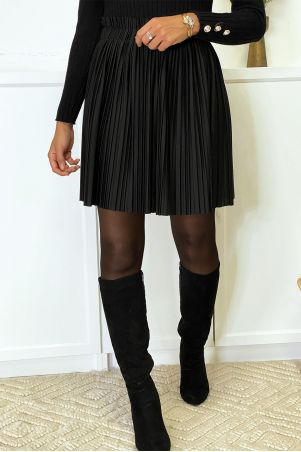 Short black flared and pleated skirt