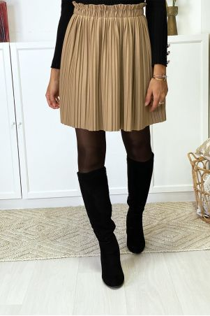 Short flared and pleated camel skirt