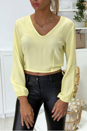 Gele blouse aan de achterkant open met strik
