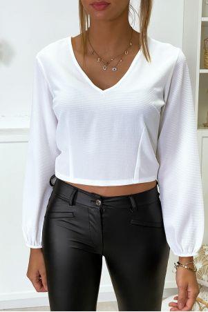 Witte blouse aan de achterkant open met strik