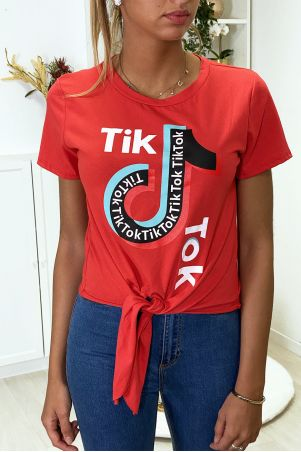 Tee shirt en coton rouge avec noeud et écriture TIKTOK