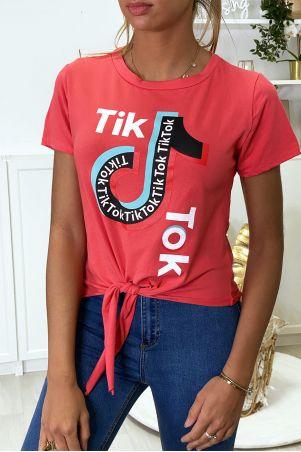 Tee shirt en coton fuchsia avec noeud et écriture TIKTOK