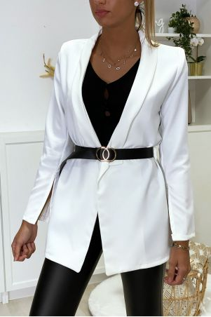 White blazer jacket open at the sleeves with belt