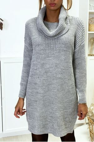 Zeer dikke grijze sweaterjurk met verlaagde kraag