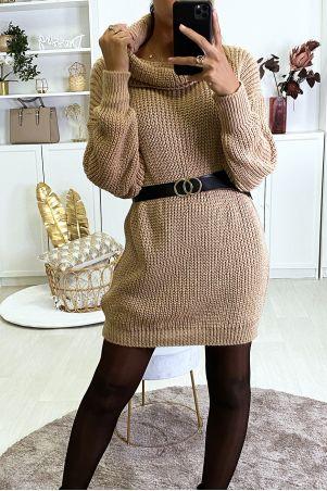 Zeer dikke camel sweaterjurk met verlaagde kraag