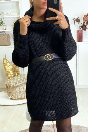 Zeer dikke zwarte sweaterjurk met verlaagde kraag