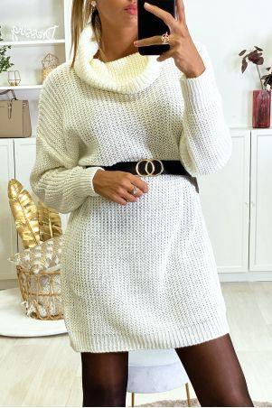 Dikke witte sweaterjurk met verlaagde kraag