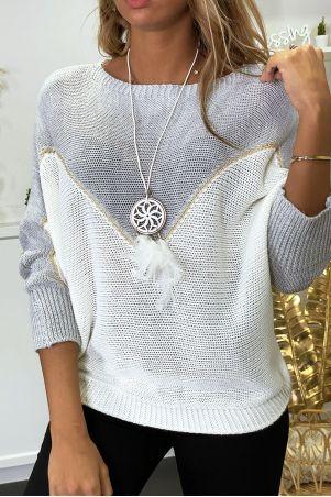 Pull gris blanc et doré coupe chauve souris avec collier