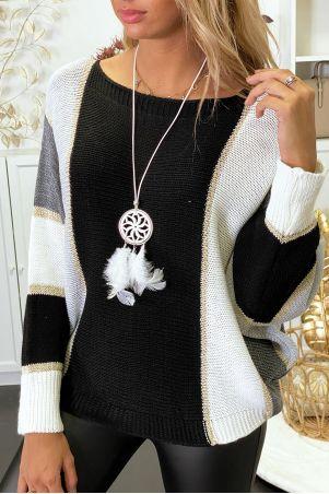 Veelkleurige sweater met overwegend zwart gevlochten breisel met vergulding en vleermuismouw.
