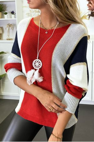Multicolored sweater with predominantly red braided knit with gilding and bat sleeve.