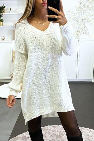 Robe pull blanc tombant composé de laine