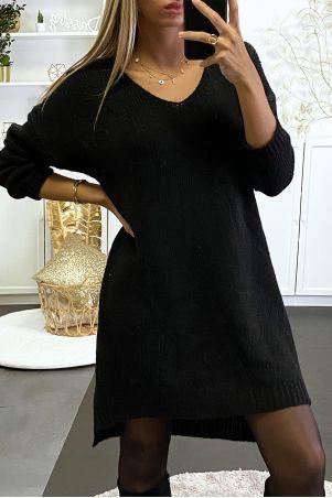 Robe pull noire tombant composé de laine