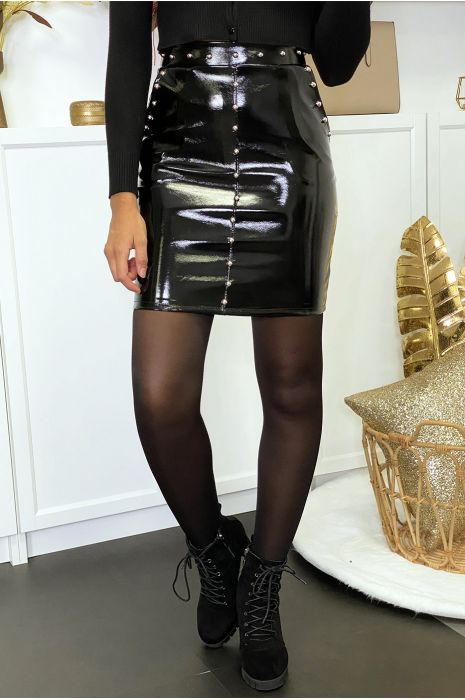Jupe en simili noir brillant clouté avec poches