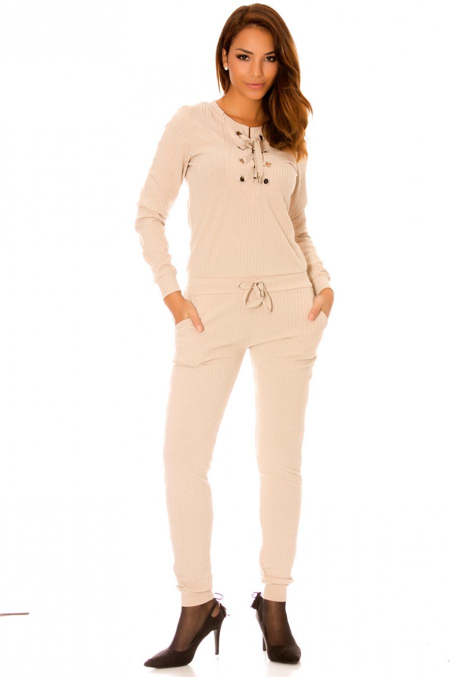 Modieuze beige mesh jumpsuit met ronde hals van kant. Jumpsuit voor dames WJ7136