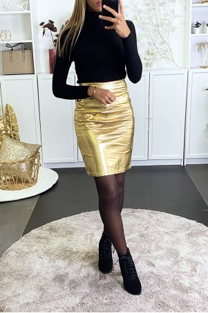 Gold pencil skirt in very shiny faux leather