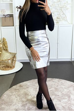 Silver pencil skirt in very shiny faux leather