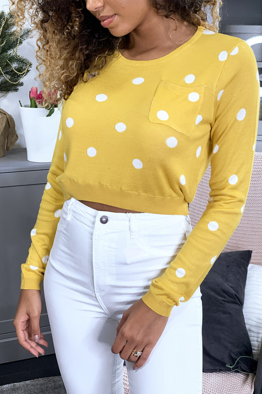 Beige sweater with round neck and buttons on the back. 826