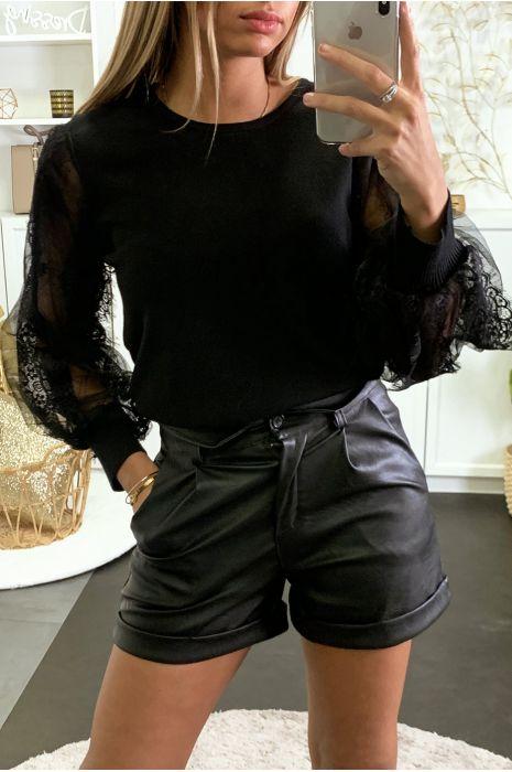 Pull noir avec manches en résille et dentelle