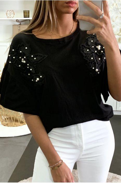 T-shirt noir avec manches volantes et broderie perlé à l'avant