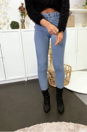 Light blue slim jeans with back pockets