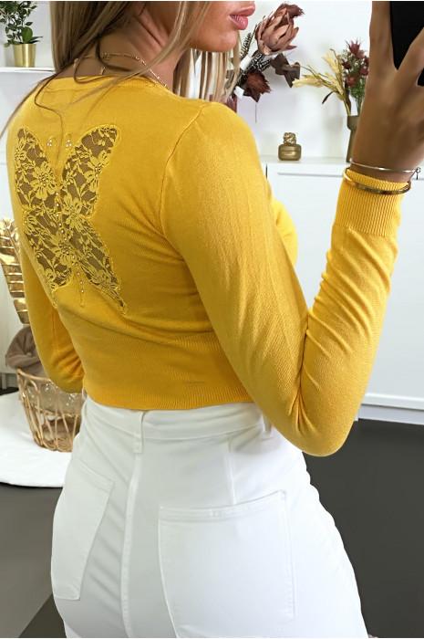 Gilet court en moutarde avec motif dentelle au dos