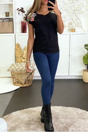Black T-shirt with shoulder embroidery