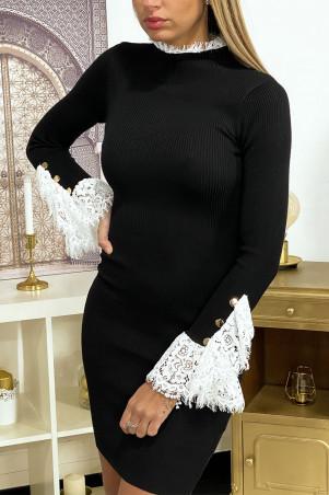 Robe pull noir en maille côtelé avec dentelle aux manches