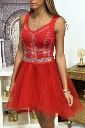 Rode jurk met strass steentjes en wijd uitlopende tule