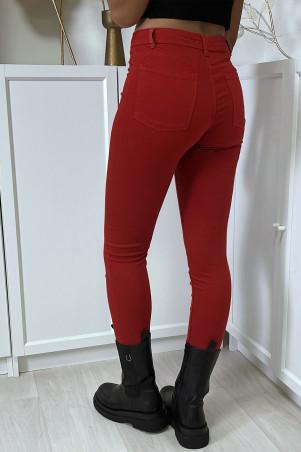 Jean slim rouge taille haute avec poches arrières