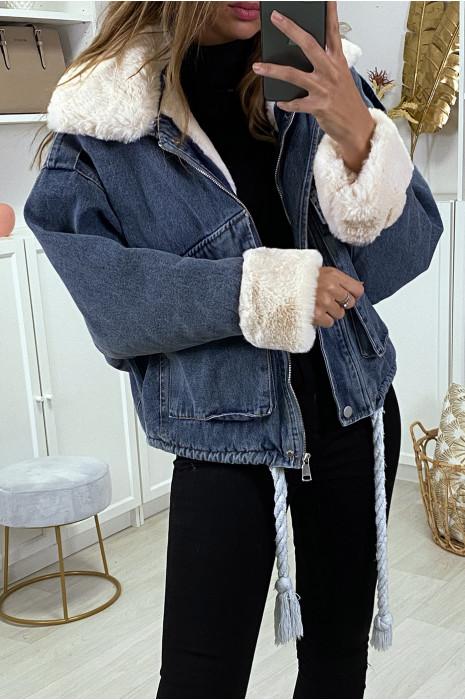 Veste en jean bleue à fausse fourrure beige