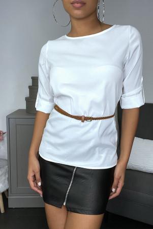 Blouse blanche satinée avec ceinture