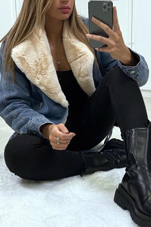 Veste en jean bleu avec col en fausse fourrure beige