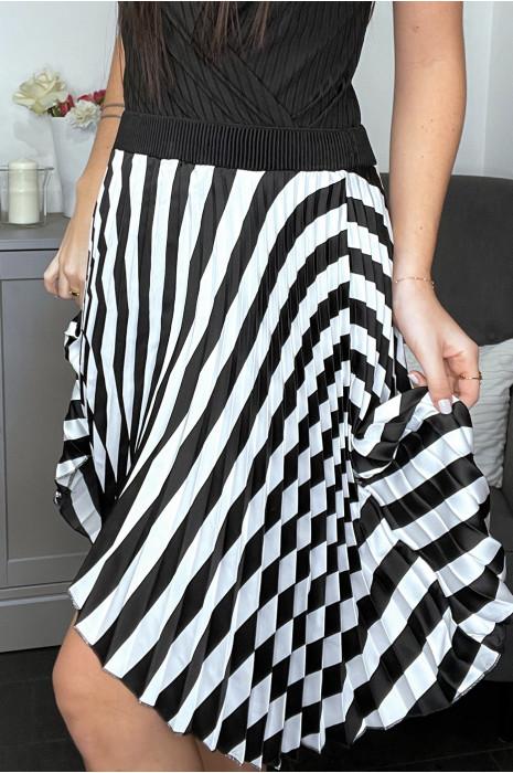 Jupe mi-longue plissée satinée à rayures noires et blanches