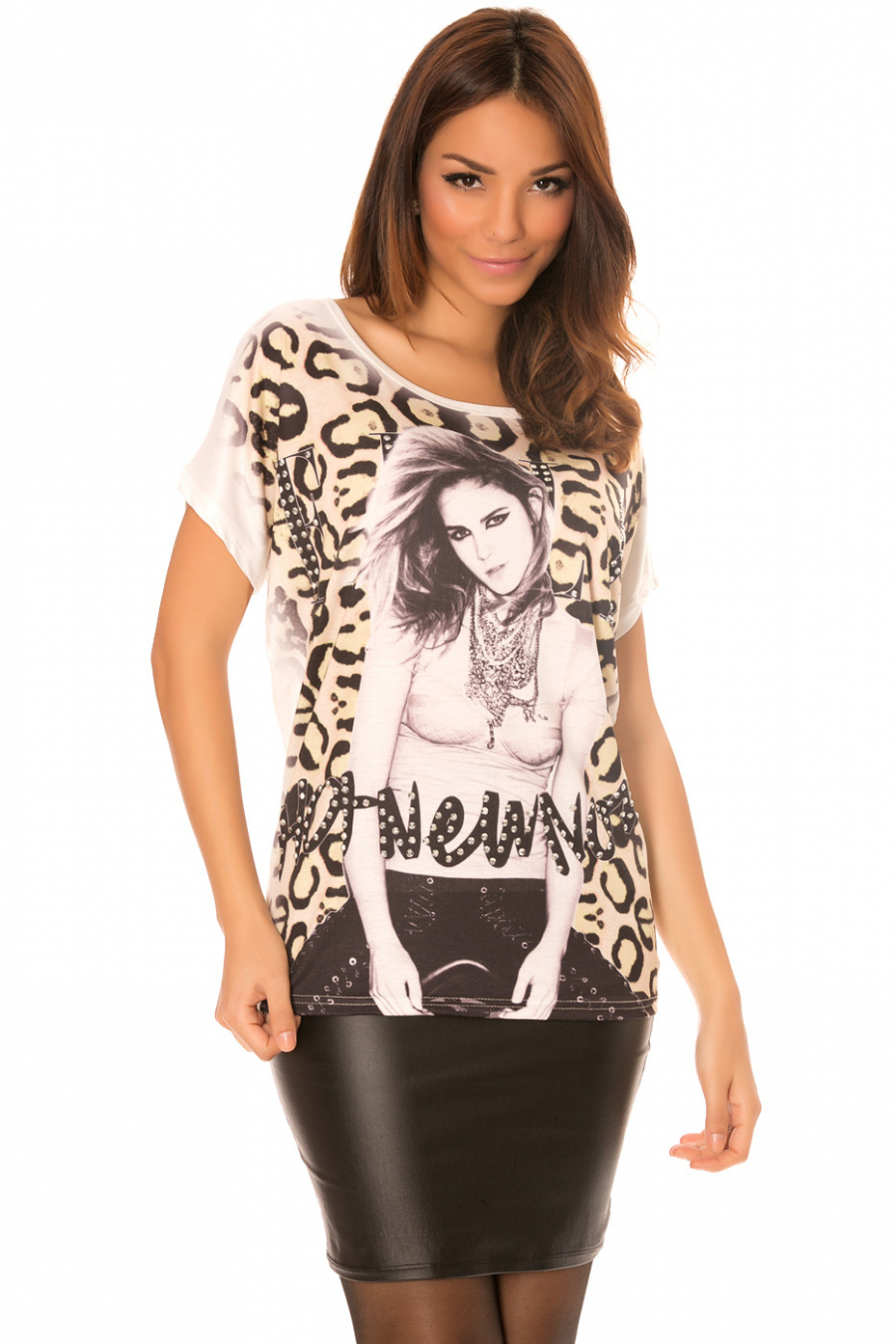 White top with round neck rhinestones and leopard pattern. MC1736