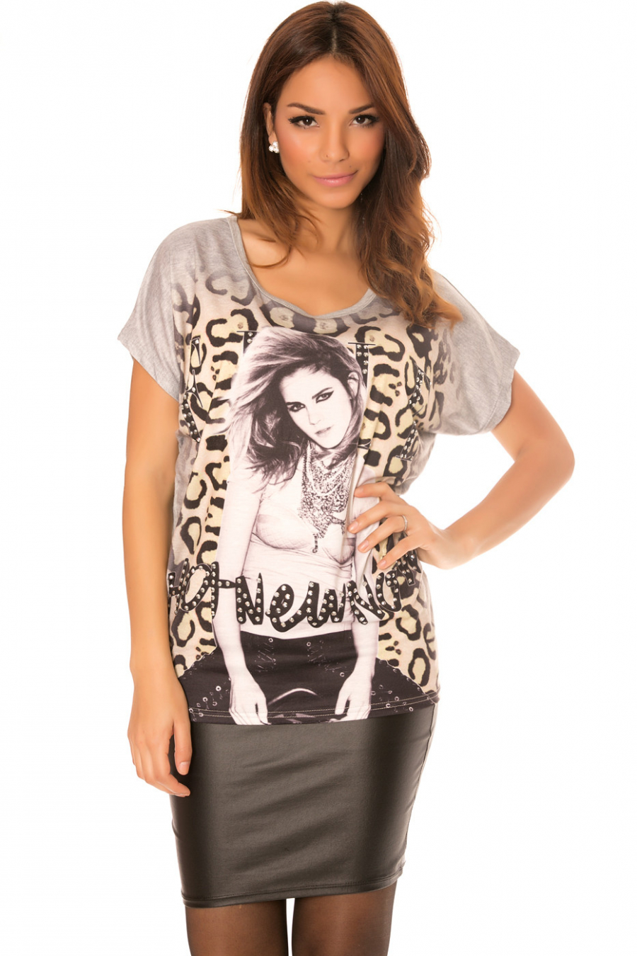 Gray top with round neck rhinestones and leopard pattern. MC1736