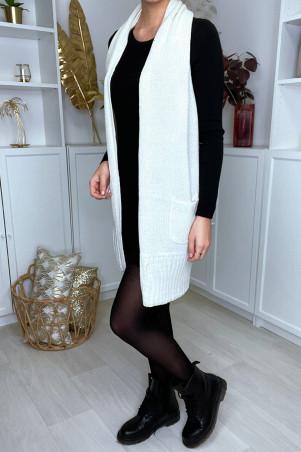 Gilet long en maille blanc, sans manches, dos ouvert et poches
