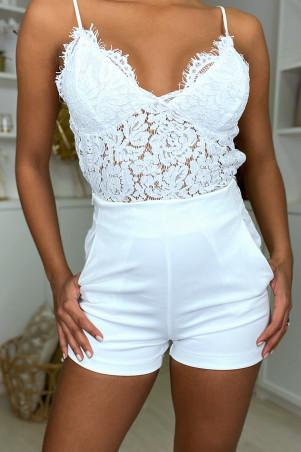 Short blanc taille haute avec poches et fermeture sur le côté