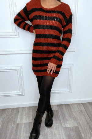 Robe pull rouge à rayure noire