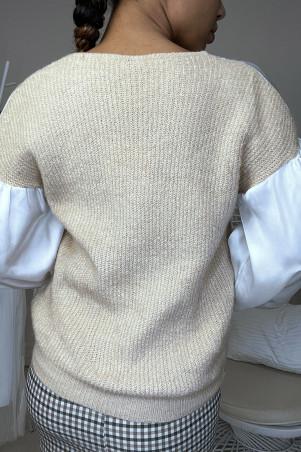 Satijnbeige sweater geplooid bij de buste en mouwen