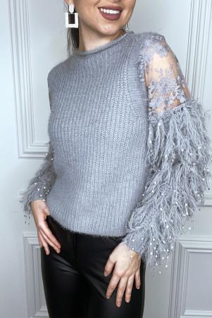 Pull gris duveteux à manche à frange