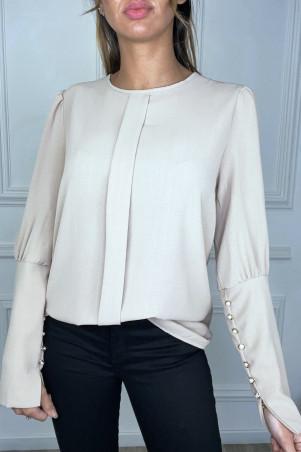 Beige blouse met plooi aan de voorzijde en knoopjes op de mouwen