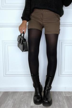Mini short noir avec poches et bouton effet bois