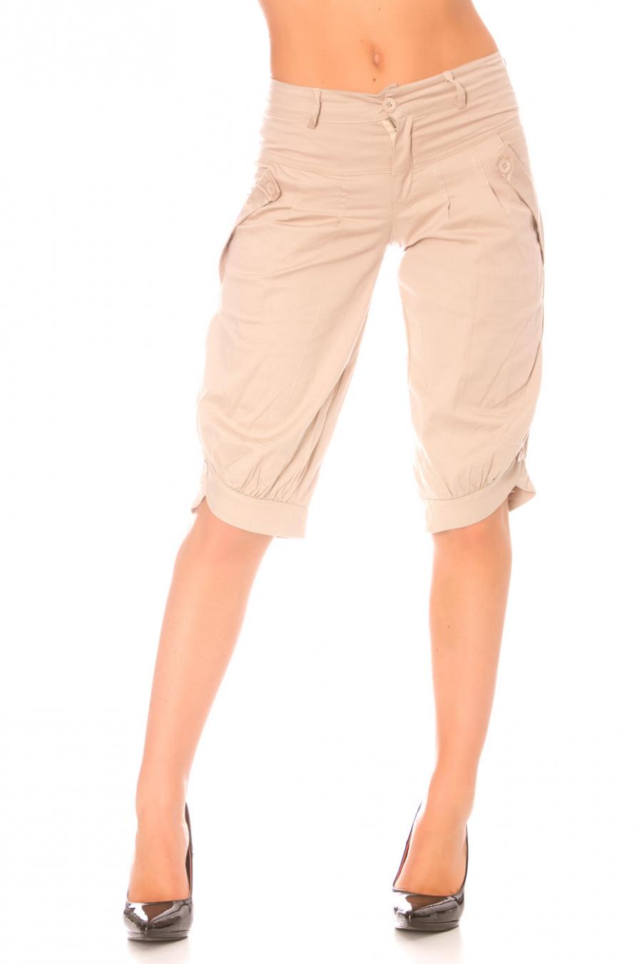Beige capri pants with pockets.