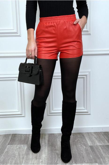 mini short en simili rouge